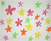 小さな花びらがちりばめられていく様子。同じモチーフの連続は、喜びの大きさを表現しています。シャボン玉のように次々に生まれてくかのようです。